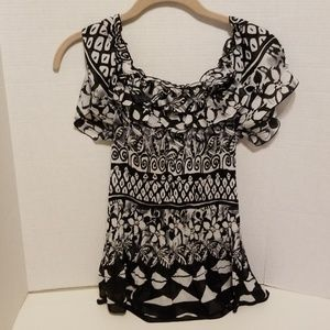 Tops - EUC Black and white off the shoulder